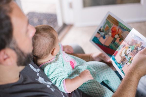 Papa lit une histoire